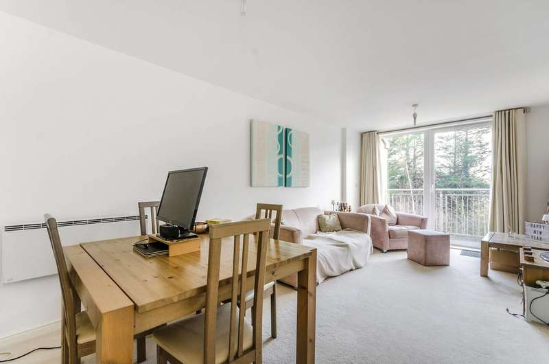 2 Bedrooms Flat for sale in Wooldridge Close, Bedfont, TW14