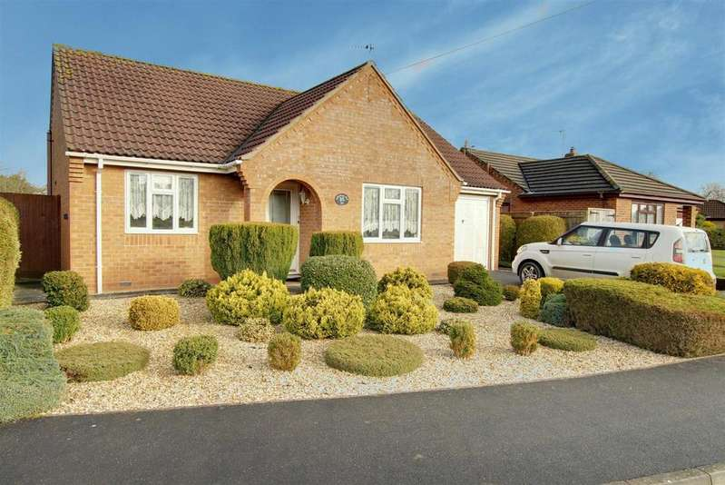 2 Bedrooms Detached Bungalow for sale in Lancaster Close, Great Steeping,