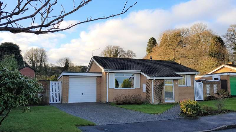 2 Bedrooms Detached Bungalow for sale in West Hill