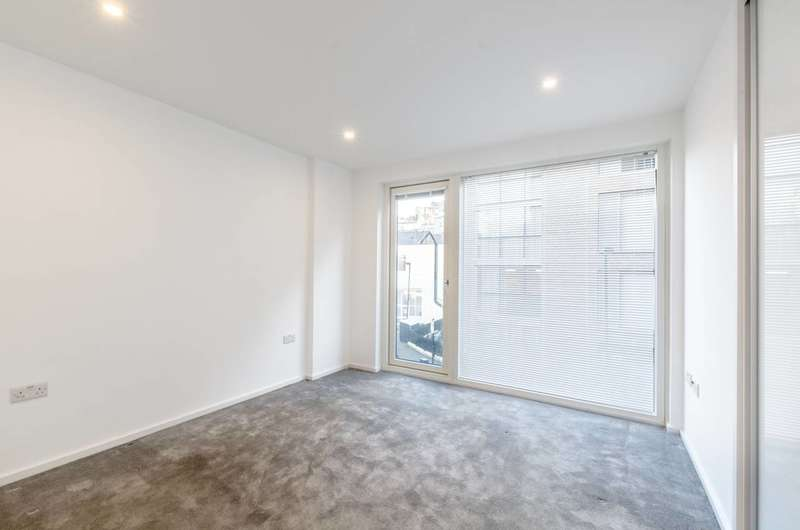 2 Bedrooms Flat for sale in Orchard Building, Clerkenwell, EC1V