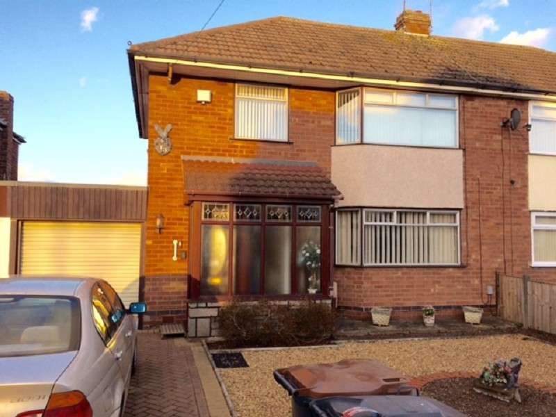 3 Bedrooms Semi Detached House for sale in Rugby Road, Bulkington, Bedworth, Warwickshire. CV12 9JF
