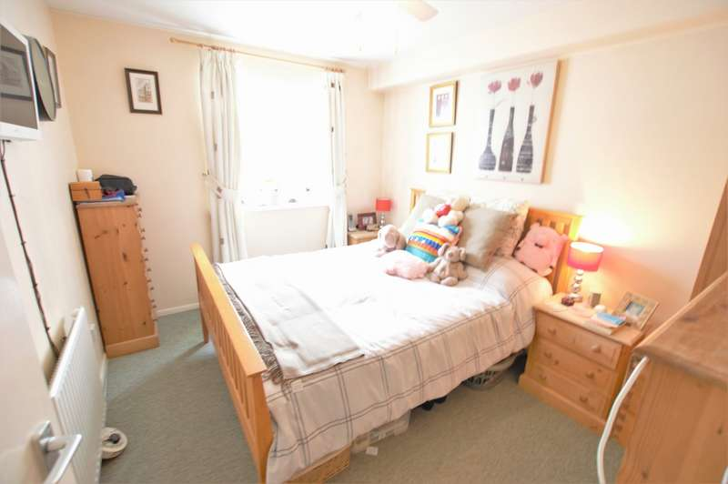 2 Bedrooms Apartment Flat for sale in Lowerstoft Drive , Slough SL1