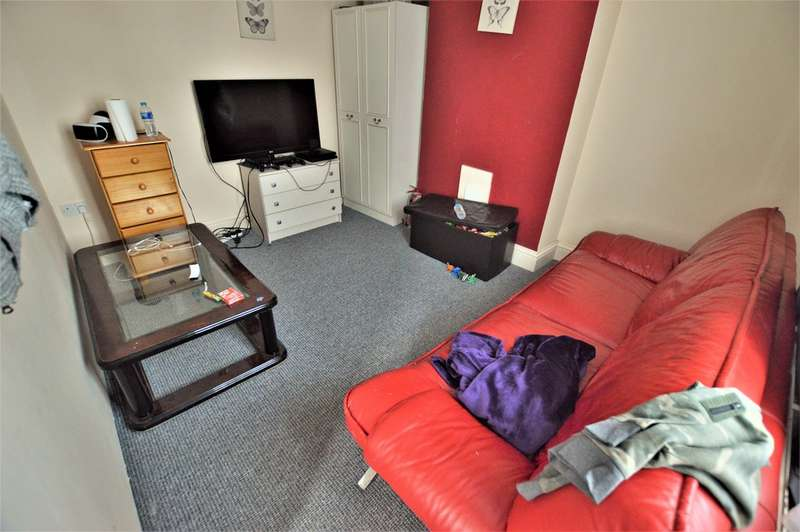 3 Bedrooms Terraced House for sale in Hungerford Avenue, Slough SL2