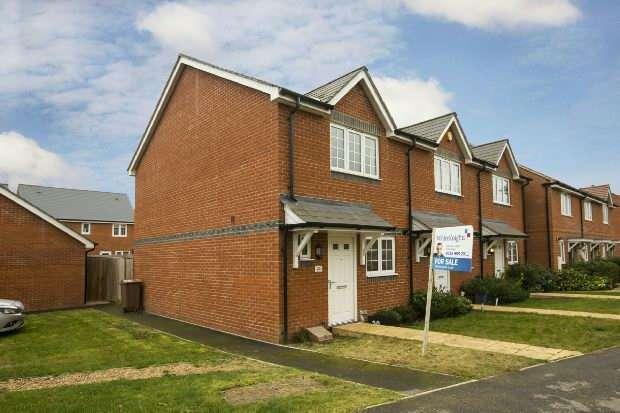 2 Bedrooms End Of Terrace House for sale in Elk Path Three Mile Cross Reading