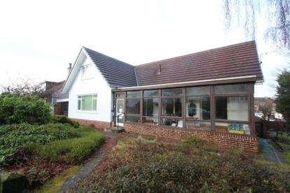 3 Bedrooms Detached House for sale in Castleton Drive, Newton Mearns, East Renfrewshire