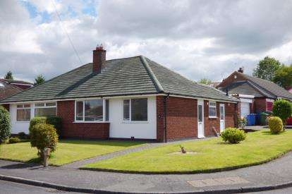 2 Bedrooms Bungalow for sale in Heyes Drive, Lymm, Cheshire