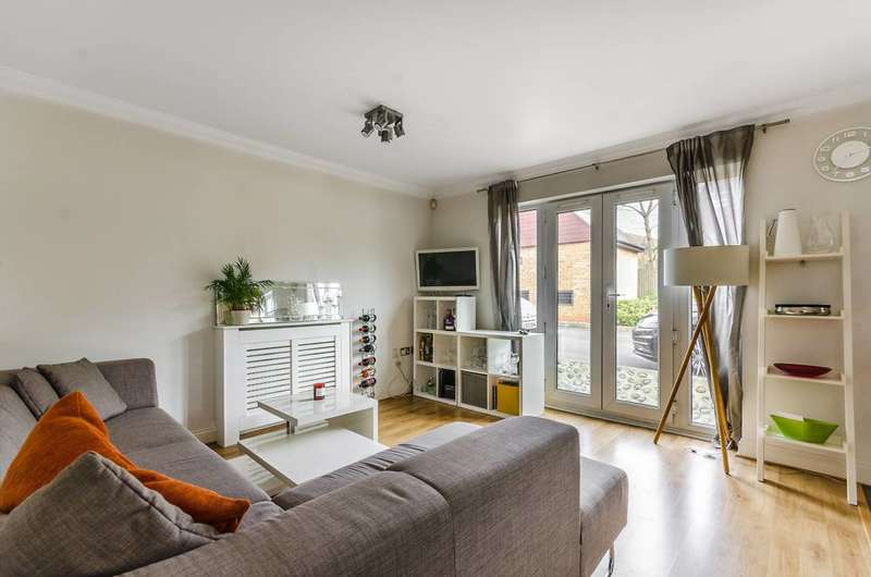 2 Bedrooms Flat for sale in White Lodge Close, Isleworth, TW7