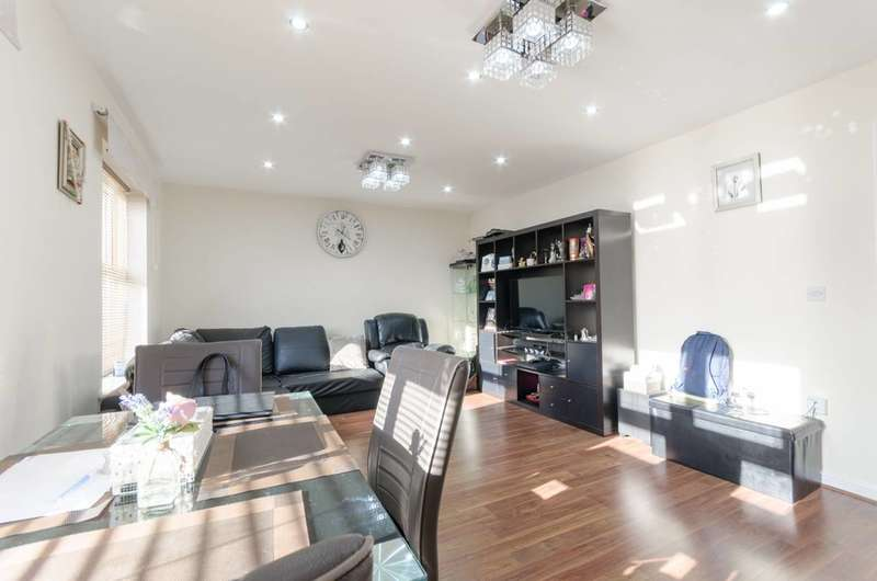 2 Bedrooms Flat for sale in Piper Way, Seven Kings, IG1