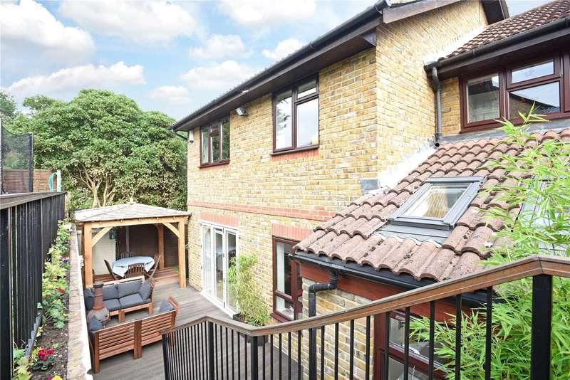 4 Bedrooms Detached House for sale in Vale Close, Weybridge, Surrey, KT13