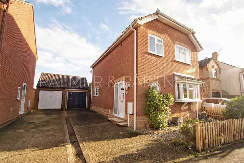 3 Bedrooms Detached House for sale in Beaumont Close, Mile End, Colchester