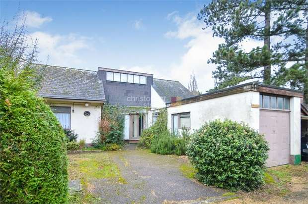 2 Bedrooms Detached Bungalow for sale in Homeleigh Avenue Road, HODDESDON, Essex