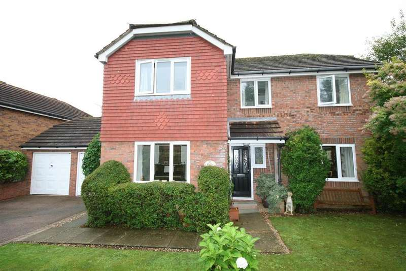 4 Bedrooms Detached House for sale in Deer Park, Henfield