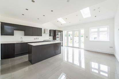 4 Bedrooms Semi Detached House for sale in Hornchurch, Essex, England