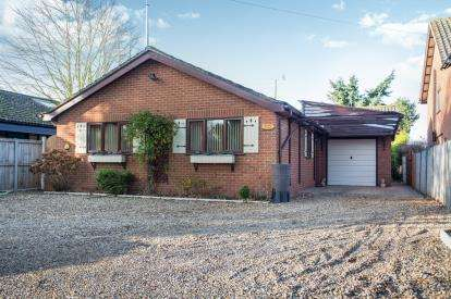 3 Bedrooms Bungalow for sale in Wroxham, Norwich, Norfolk