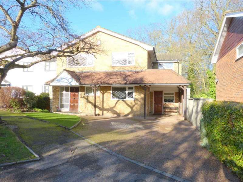 4 Bedrooms Detached House for sale in Woodside, Elstree