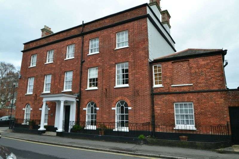 1 Bedroom Ground Flat for sale in GROVE HOUSE, TOPSHAM, NR EXETER, DEVON
