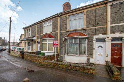 3 Bedrooms Terraced House for sale in Soundwell Road, Kingswood, Bristol