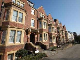 2 Bedrooms Flat for sale in Balmoral House, London Road, Tunbridge Wells, Kent