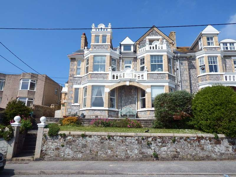 4 Bedrooms Ground Flat for sale in Tywarnhayle Road, Perranporth