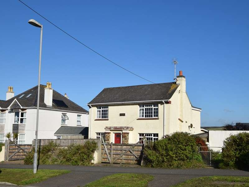 4 Bedrooms Detached House for sale in Liskey Hill, PERRANPORTH