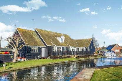 6 Bedrooms Detached House for sale in Marsh Road, Hoveton, Norfolk