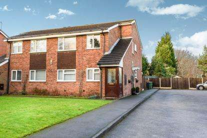 2 Bedrooms Flat for sale in Oakmount Close, Pelsall, Walsall