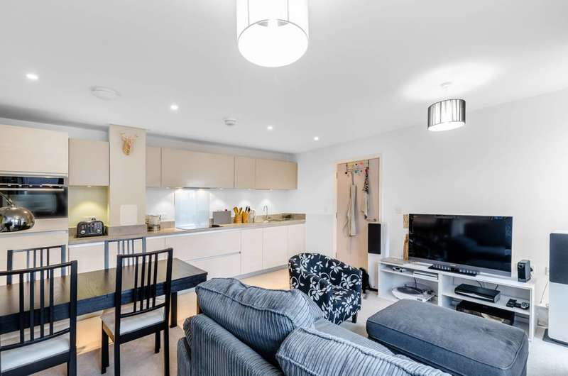 1 Bedroom Flat for sale in Florian Court, Canning Town, E16