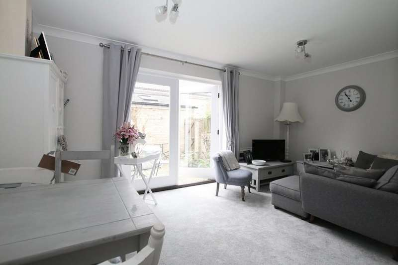 2 Bedrooms Terraced House for sale in Boxing Boys Mews, High Street, Chatteris