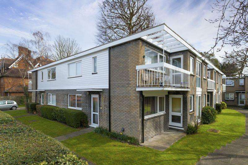 2 Bedrooms Flat for sale in Canterbury