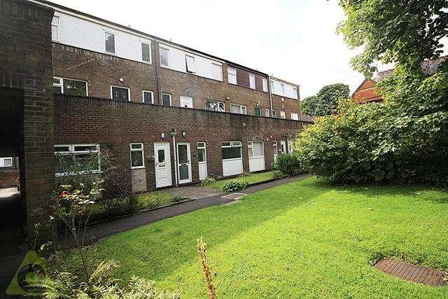 3 Bedrooms Maisonette Flat for sale in Pendle Court, Astley Bridge, Bolton, BL1