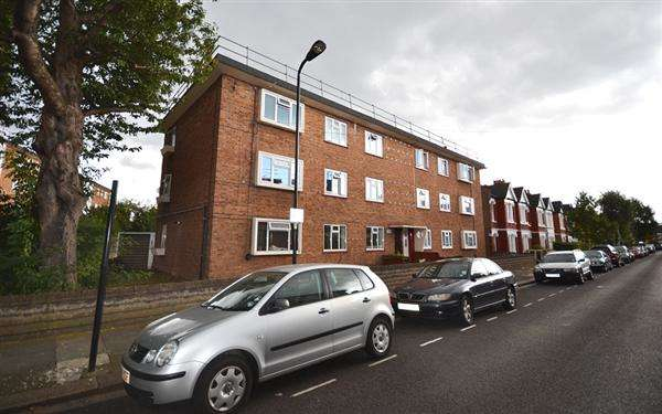 3 Bedrooms Flat for sale in Kent Road, Chiswick