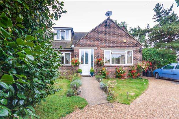 3 Bedrooms Semi Detached Bungalow for sale in Parkwood Road, HASTINGS, East Sussex, TN34 2RW