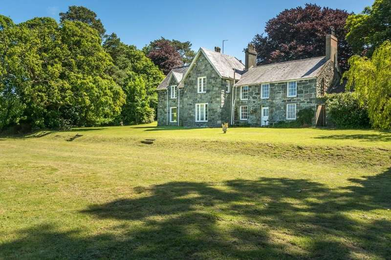 6 Bedrooms Detached House for sale in Caeathro, Caernarfon, North Wales