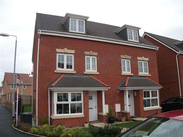 4 Bedrooms Semi Detached House for rent in Hazel Pear Close, Horwich