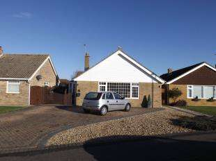 3 Bedrooms Bungalow for sale in Church Way, Pagham, West Sussex
