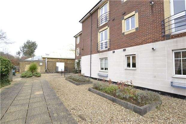 1 Bedroom Flat for sale in Andrews House, 124, Brighton Road, Purley, Surrey, CR8 4AB