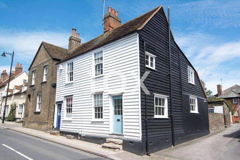 2 Bedrooms Semi Detached House for sale in South Street, Rochford