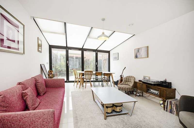 4 Bedrooms Terraced House for rent in Daubeney Road, Homerton, E5