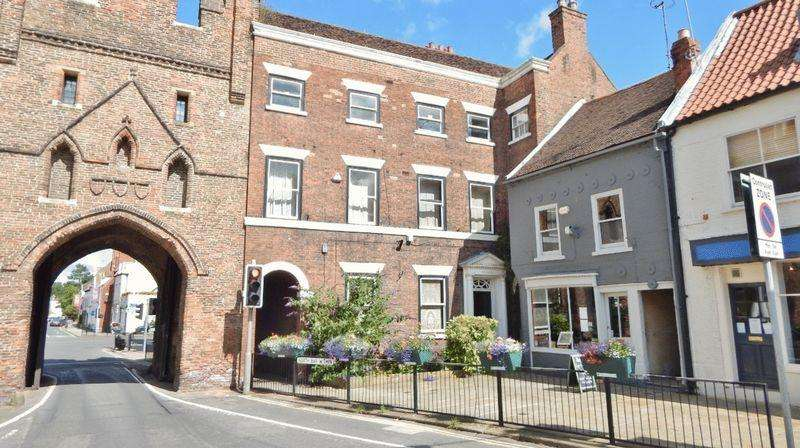 6 Bedrooms Town House for sale in North Bar Within, Beverley
