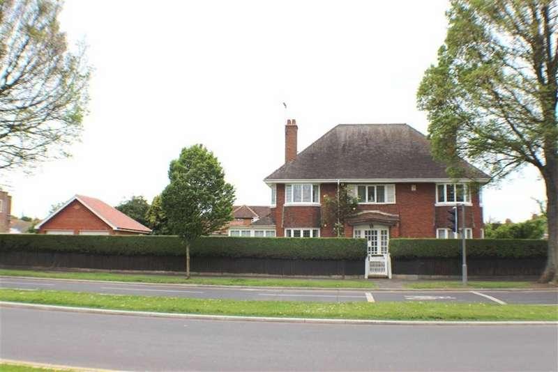 5 Bedrooms Detached House for sale in Queensgate, Bridlington, East Yorkshire