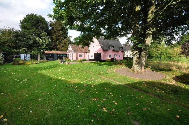 3 Bedrooms Cottage House for sale in Old Ipswich Road, Yaxley