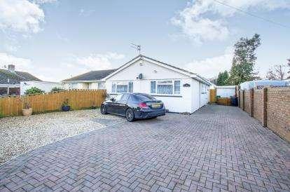 3 Bedrooms Bungalow for sale in Ferndown, Dorset