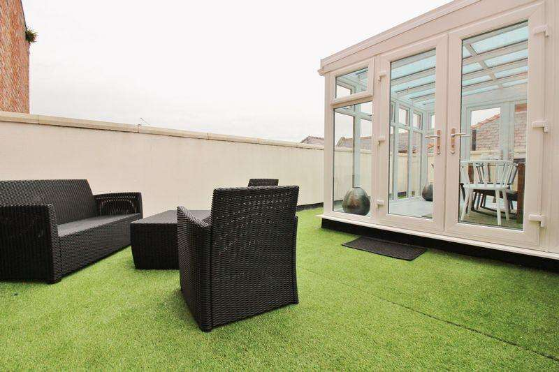 2 Bedrooms Apartment Flat for rent in Coronation walk, Southport