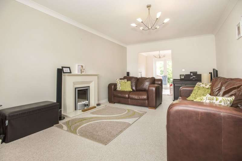 4 Bedrooms Detached House for sale in Alpine Close, Lostock Hall, Preston, PR5