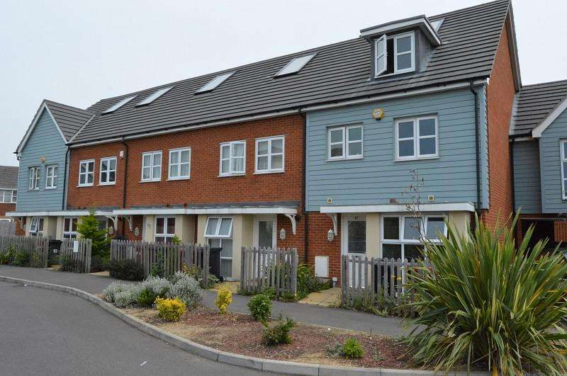 2 Bedrooms Terraced House for sale in Bantry Road, Slough, Berkshire. SL1 5FD