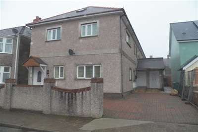 3 Bedrooms Flat for rent in Stratford Road, Milford Haven