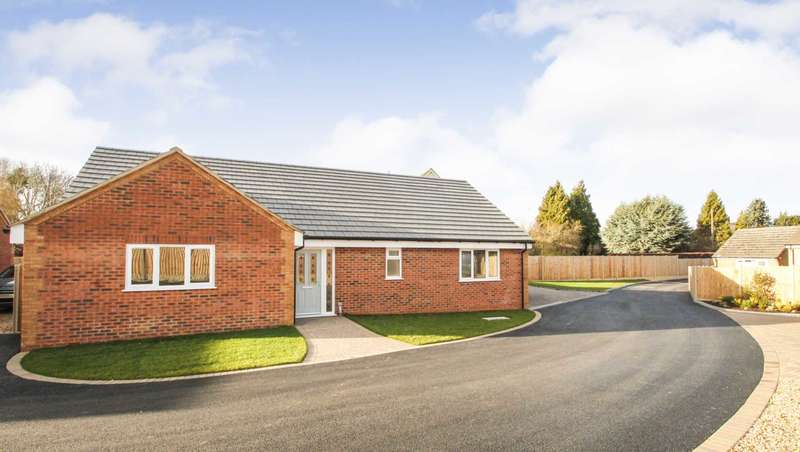 2 Bedrooms Detached Bungalow for sale in Corrina Gardens, Rushden