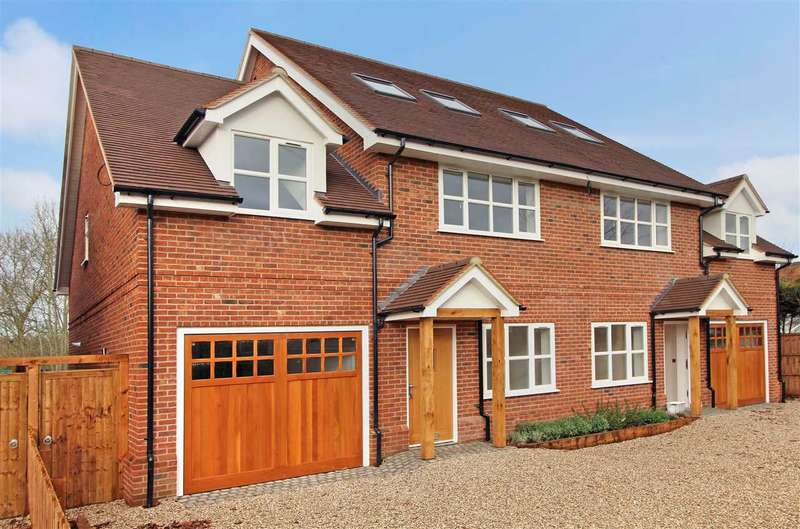4 Bedrooms House for sale in Flint Mews, Chelmsford Road, Shenfield