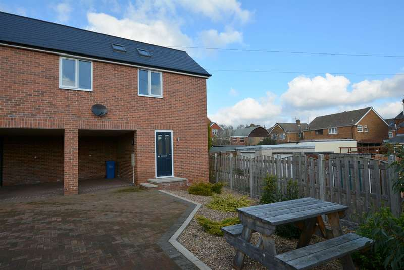 2 Bedrooms Semi Detached House for sale in South Street North, New Whittington, Chesterfield, S43