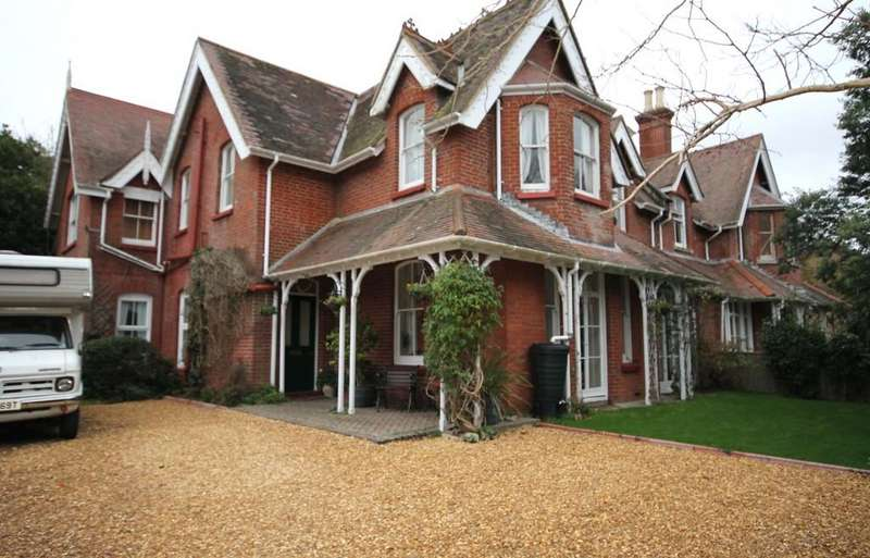 8 Bedrooms Semi Detached House for sale in Totland Bay, Isle of Wight